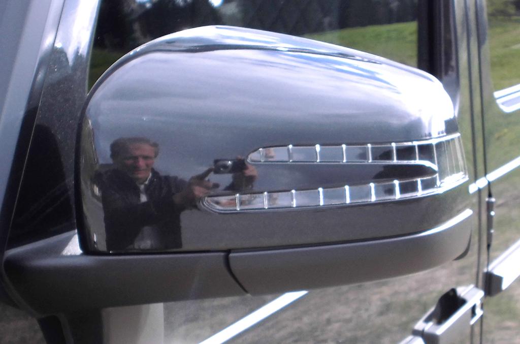 Mercedes G-Klasse: In die Außenspiegel sind Blinkleisten integriert.