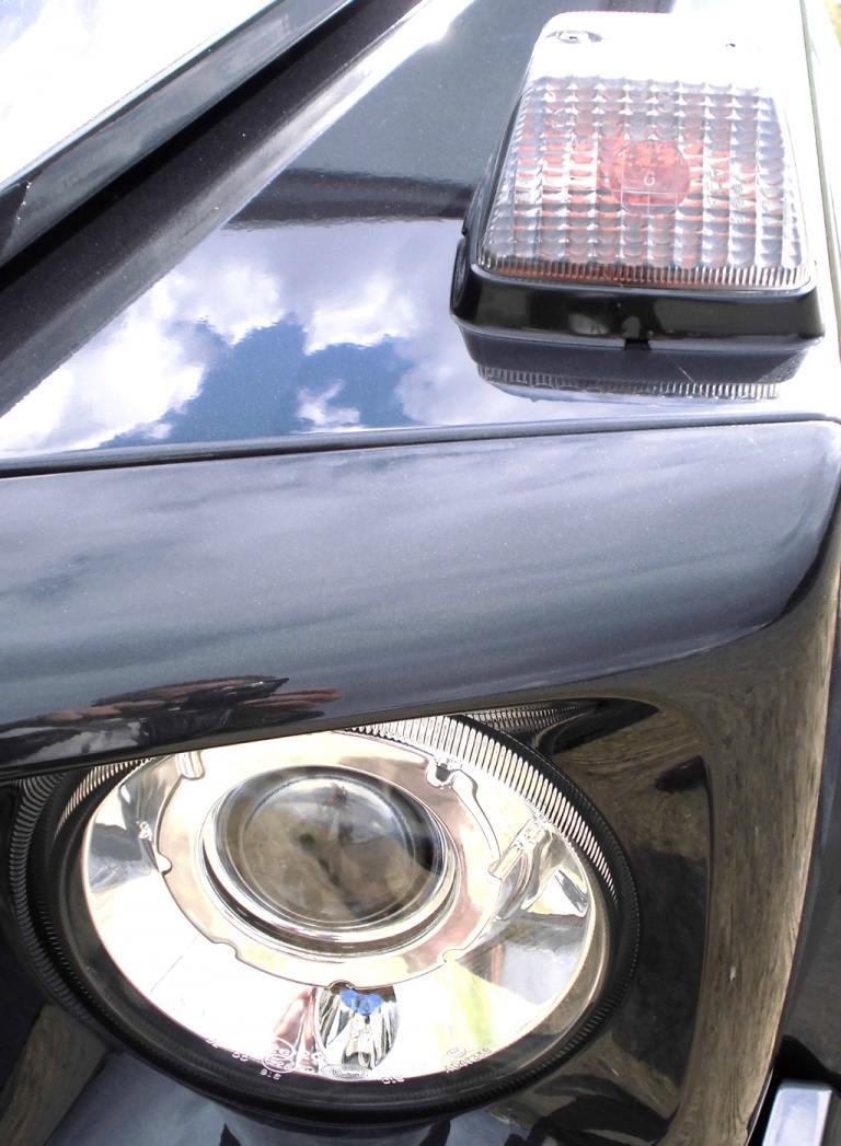 Mercedes G-Klasse: Rundleuchteneinheit und aufgesetzter Blinker vorn.