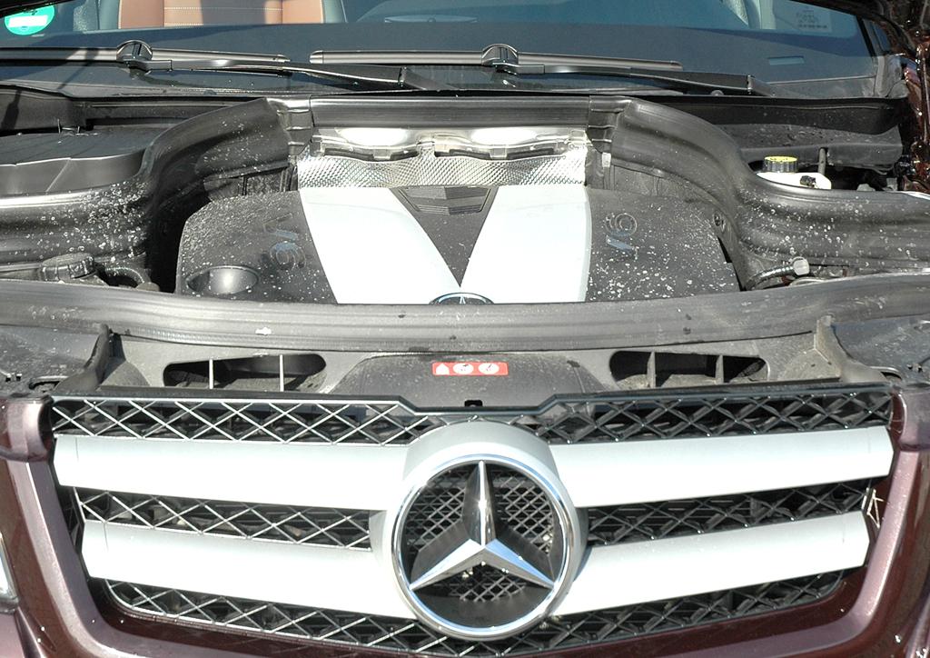 Mercedes GLK: Blick unter die Haube auf den 3,0-Liter-Selbstzünder mit 195/265 kW/PS,