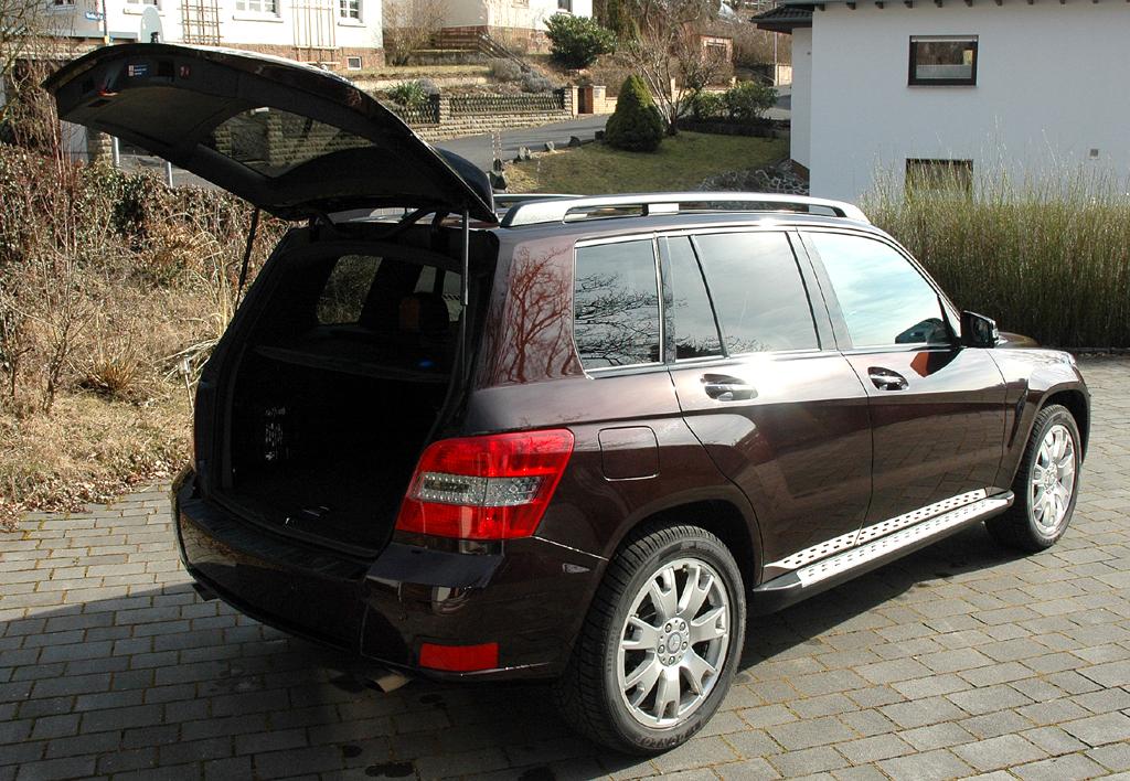 Mercedes GLK: Ins Gepäckabteil passen mindestens 450 Liter hinein.