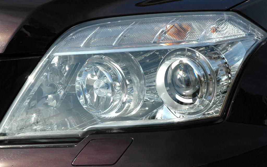 Mercedes GLK: Moderne Leuchteinheit vorn.