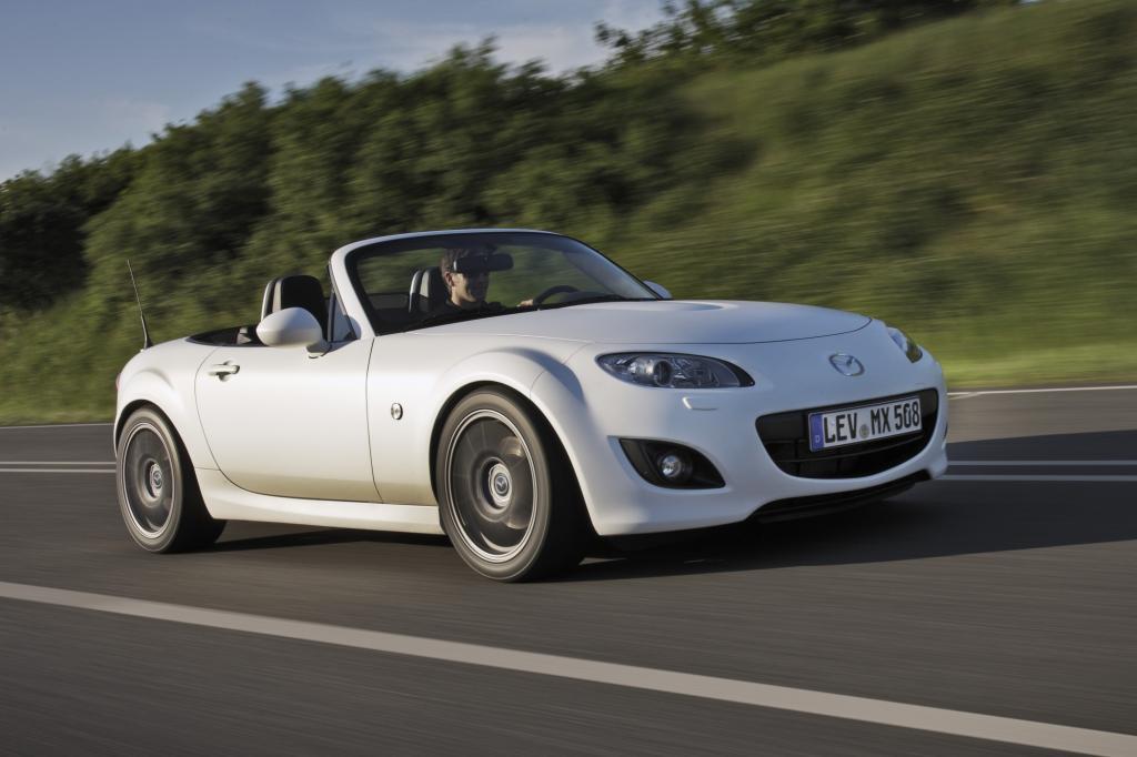 Mit dem Prototypen MX-5 Yusho hat Mazda jedenfalls eine besonders radikale Version seines Roadsters auf die Räder gestellt