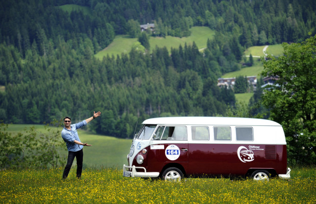 Mousse T. wieder mit VW Bulli bei der Kitzbüheler Alpenrallye