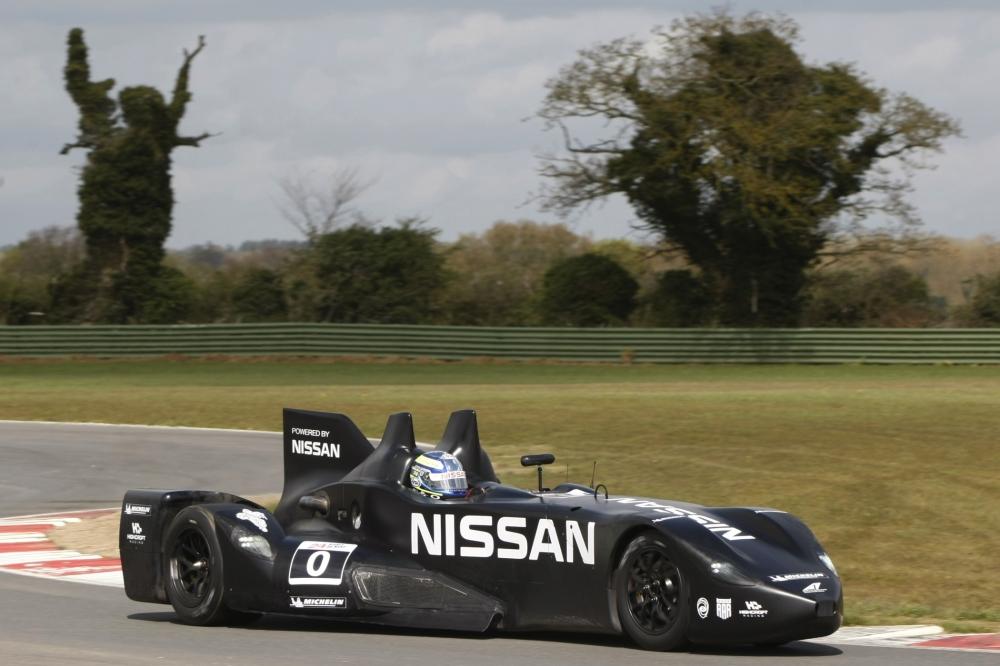 Panorama: Nissan Deltawing - Rasender Revolutionär