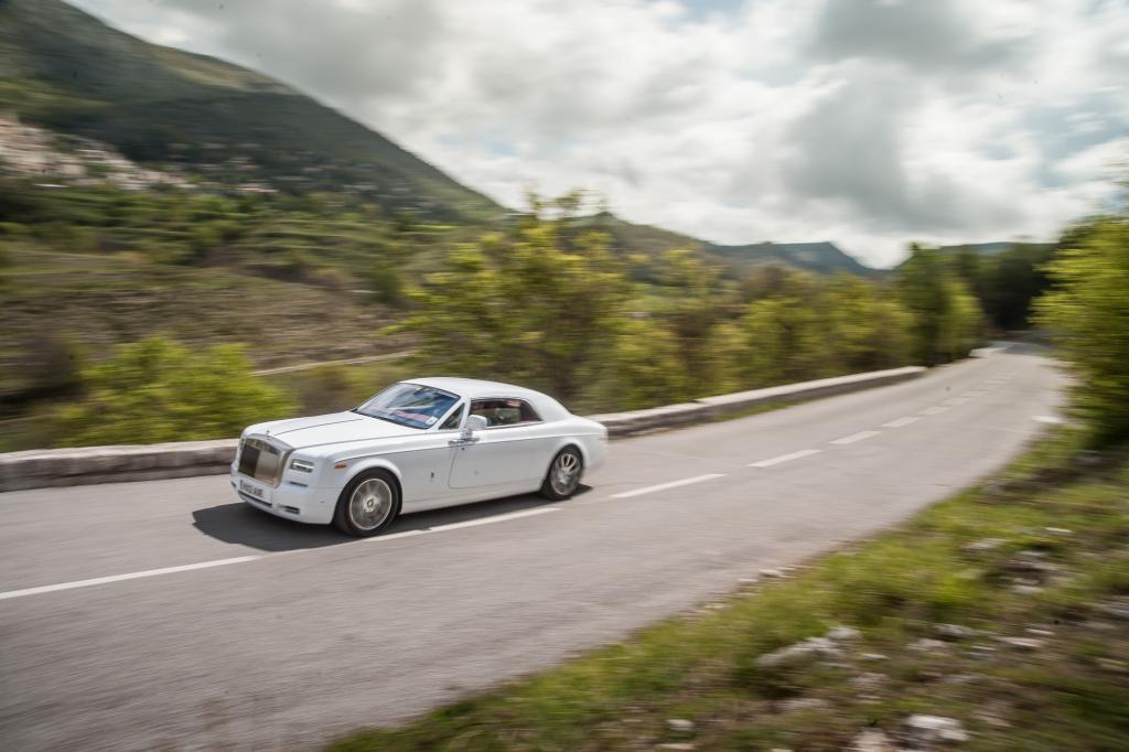Rolls-Royce hat den Phantom überarbeitet. Auch das Coupé tritt mit leicht geänderter Optik auf