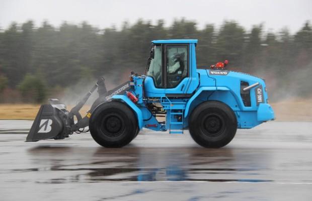 Schneller Bauen: Radlader mit 103 km/h