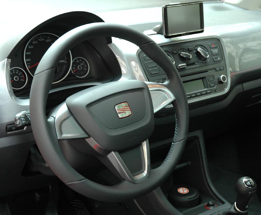 Seat Mii: Blick ins übersichtlich gestaltete Cockpit.