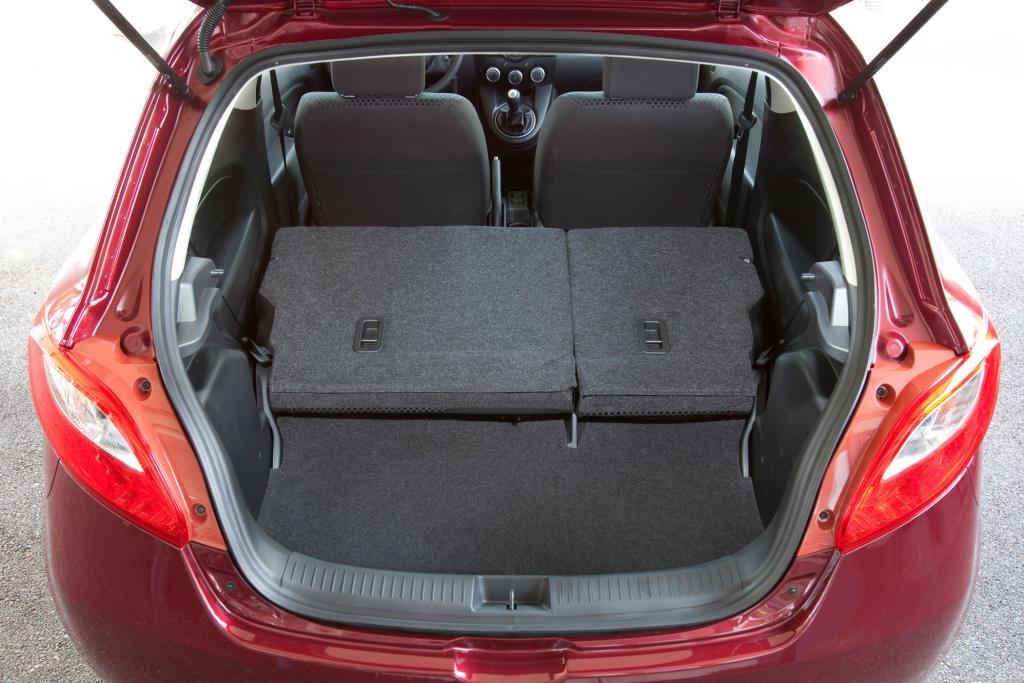 Selbst durch Umklappen der Sitzbank wird der Kofferraum nicht wirklich groß