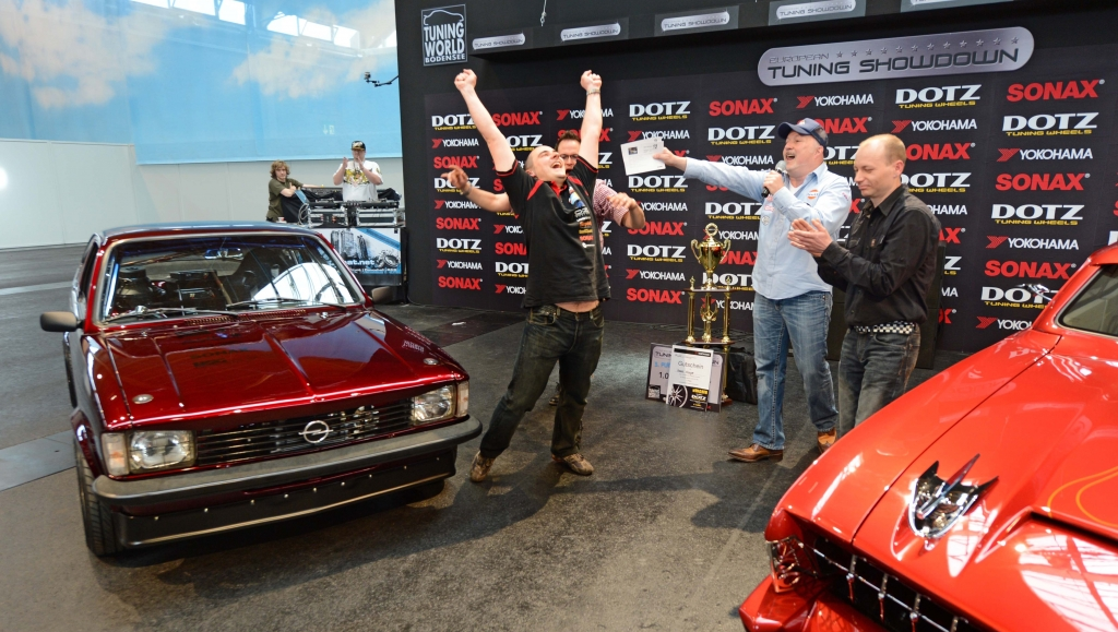 Show&Shine: Uwe Wolf (links) mit seinem Opel Kadett C Coupe