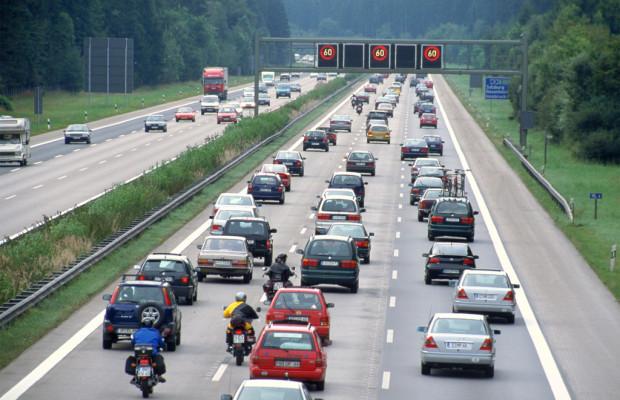 Stauprognose: Im Süden bleibt es bei vollen Straßen