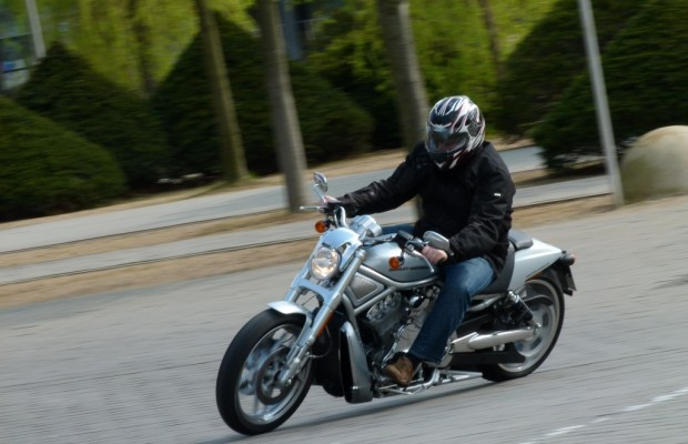 Test Harley-Davidson V-Rod 10th Anniversary Edition: Dragster-Feeling vom Feinsten