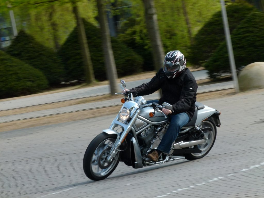 Test Harley-Davidson V-Rod 10th Anniversary Edition: Dragster-Feeling vom Feinsten