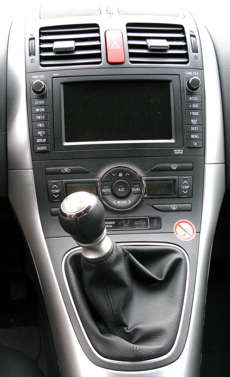 Toyota Auris: Blick auf den mittleren Armaturenträger.