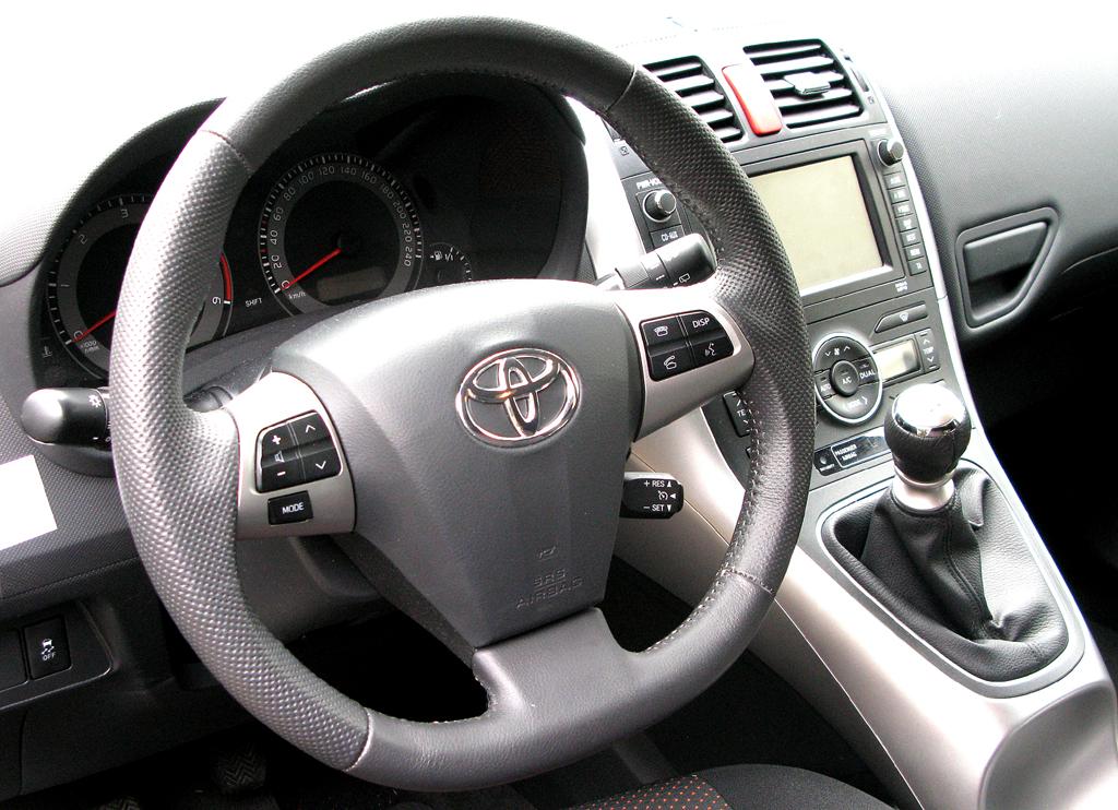 Toyota Auris: Blick ins Cockpit.