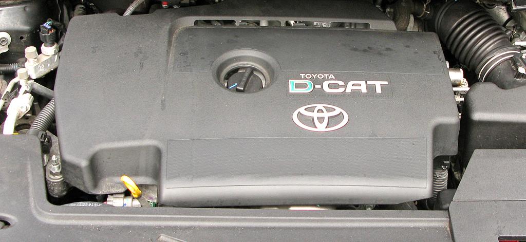Toyota Auris: Blick unter die Haube auf den 2,2-Liter-Selbstzünder.