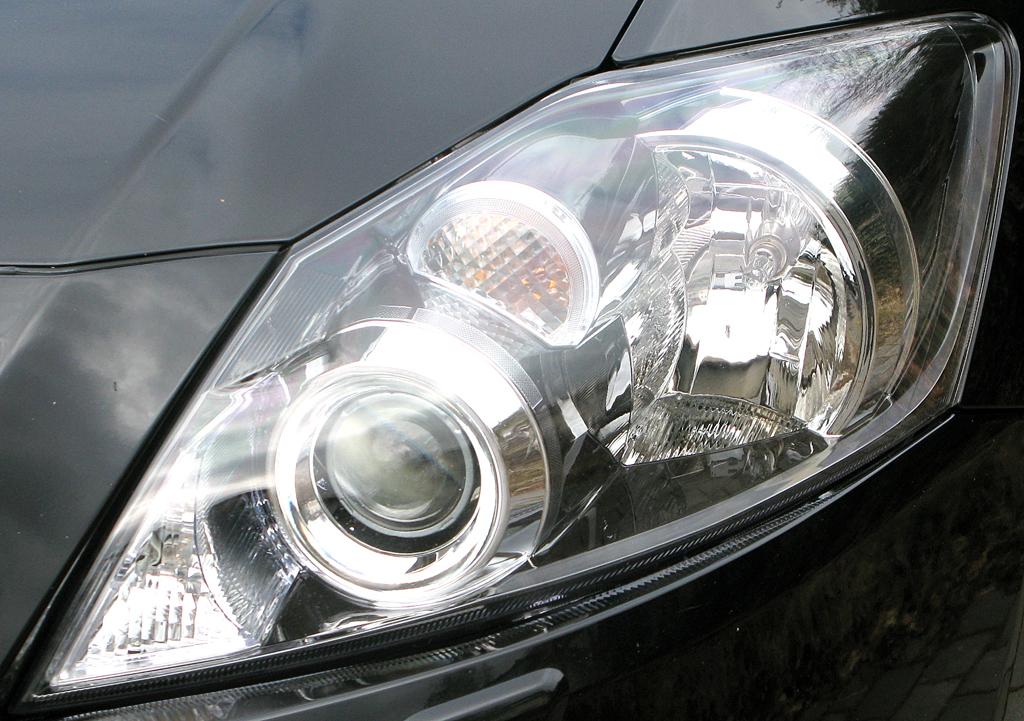 Toyota Auris: Moderne Rundleuchteneinheit vorn.