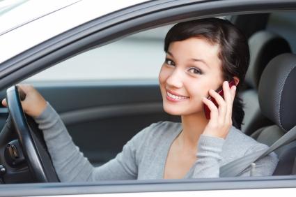 Urteil: Autofahrer muss nach Handyverstoß vor Gericht erscheinen