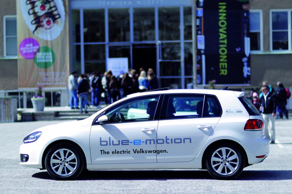Volkswagen startet internationale Roadshows mit Golf Blue-e-Motion-Flotte