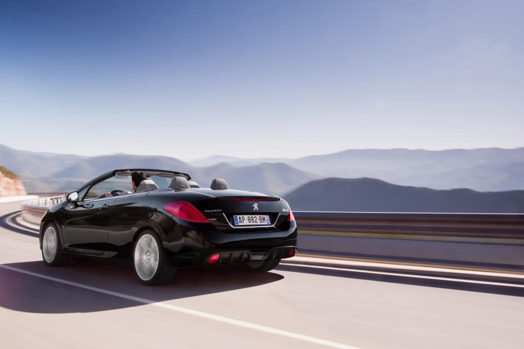 Wie bei den meisten Stahldach-Cabrios ist der Hintern auch beim 308 CC etwas pummelig geraten