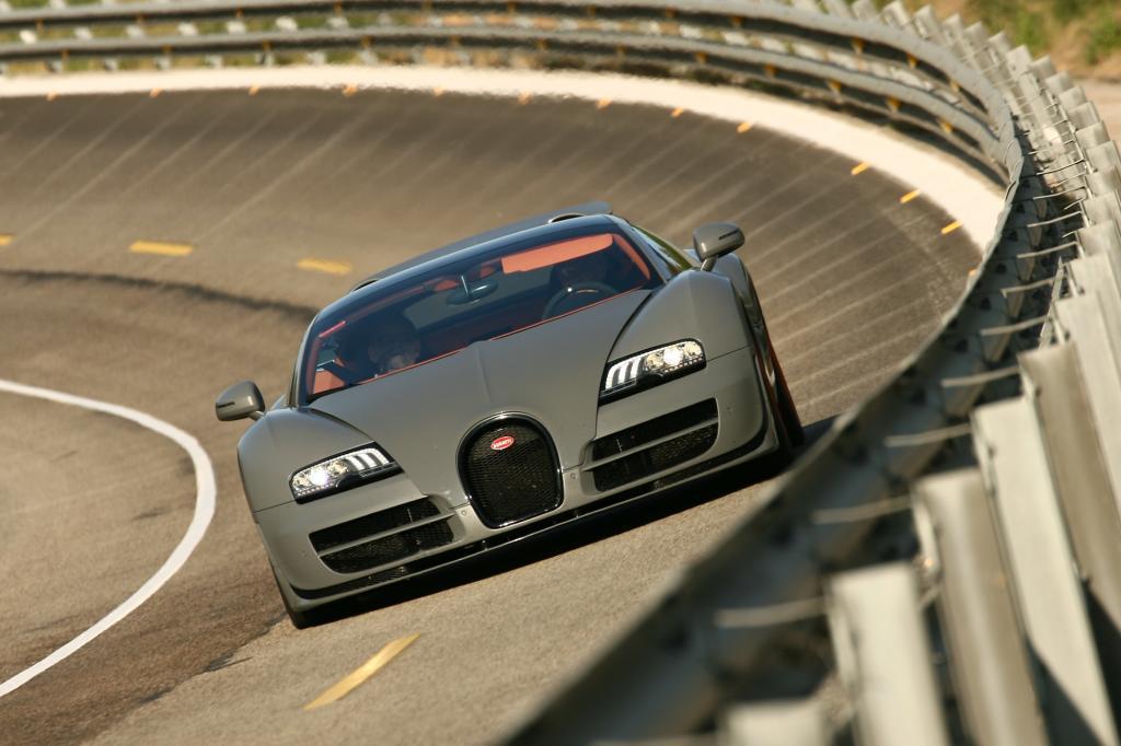 1.500 Nm reißen an den größten Reifen, die je bei einem Sportwagen montiert wurden