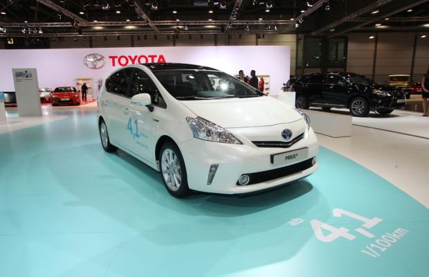AMI 2012: Toyota präsentiert Hybrid mit Platz für 7