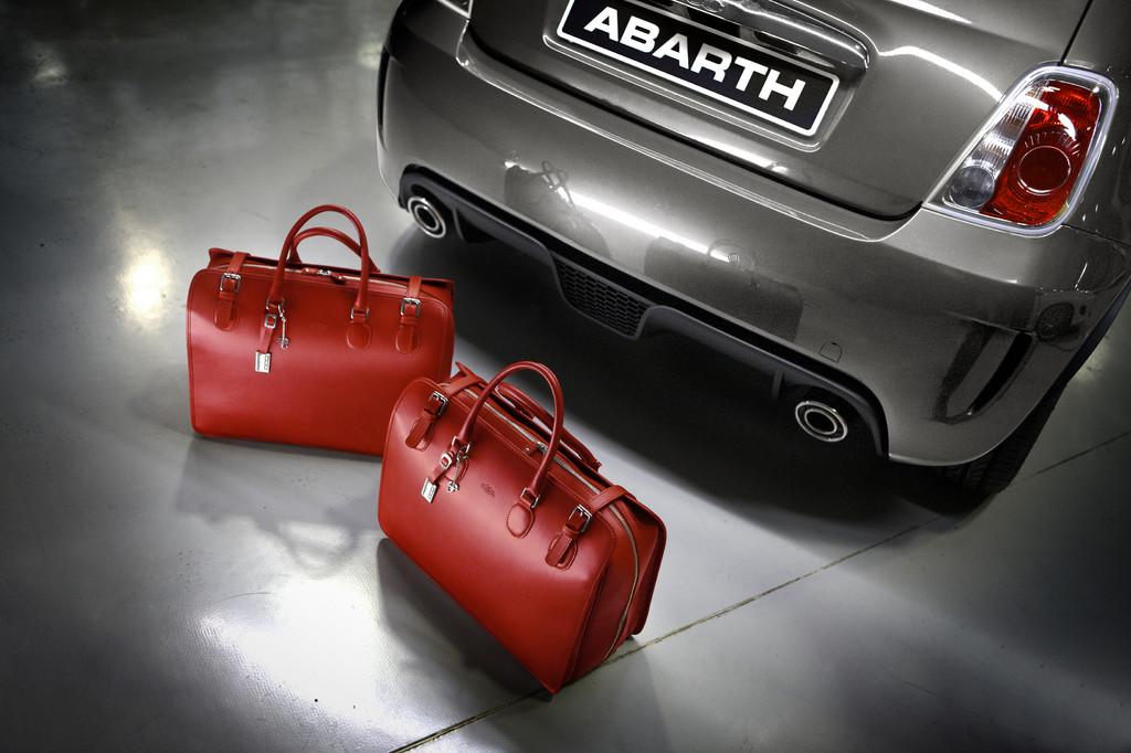 Abarth bietet edle Taschensets