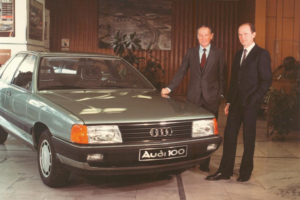 Audi 100 Premiere in Ingolstadt mit Vorstandsvorsitzendem Wolfgang Habbel und Vorstand Technische Entwicklung Ferdinand Piech 19