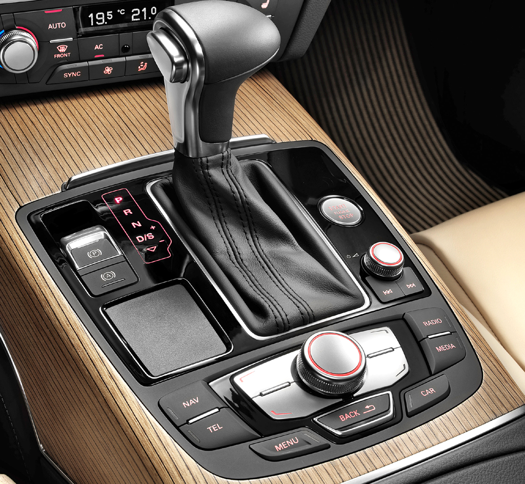 Audi A6 Allroad Quattro: Blick auf die Bedieneinheit auf dem Mitteltunnel.
