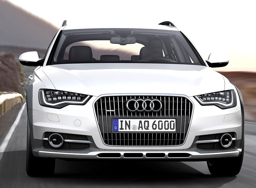 Audi A6 Allroad Quattro: Blick auf die Frontpartie mit den vertikalen Stegen im Kühlergrill.
