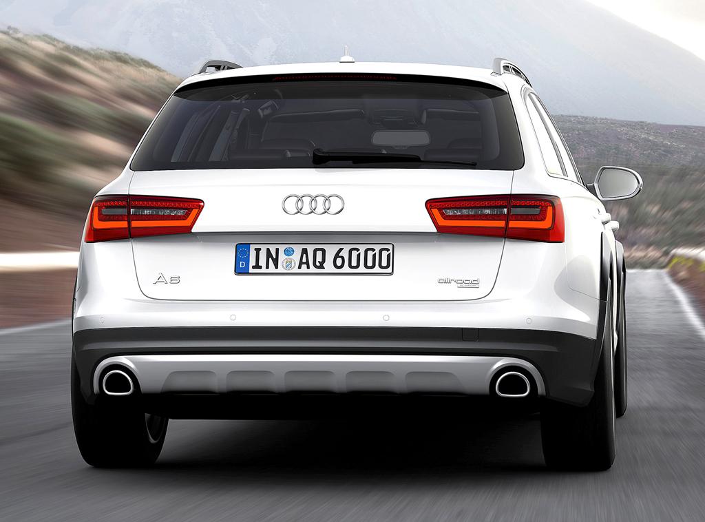 Audi A6 Allroad Quattro: Blick auf die Heckpartie des hochbeinigen Kombis.