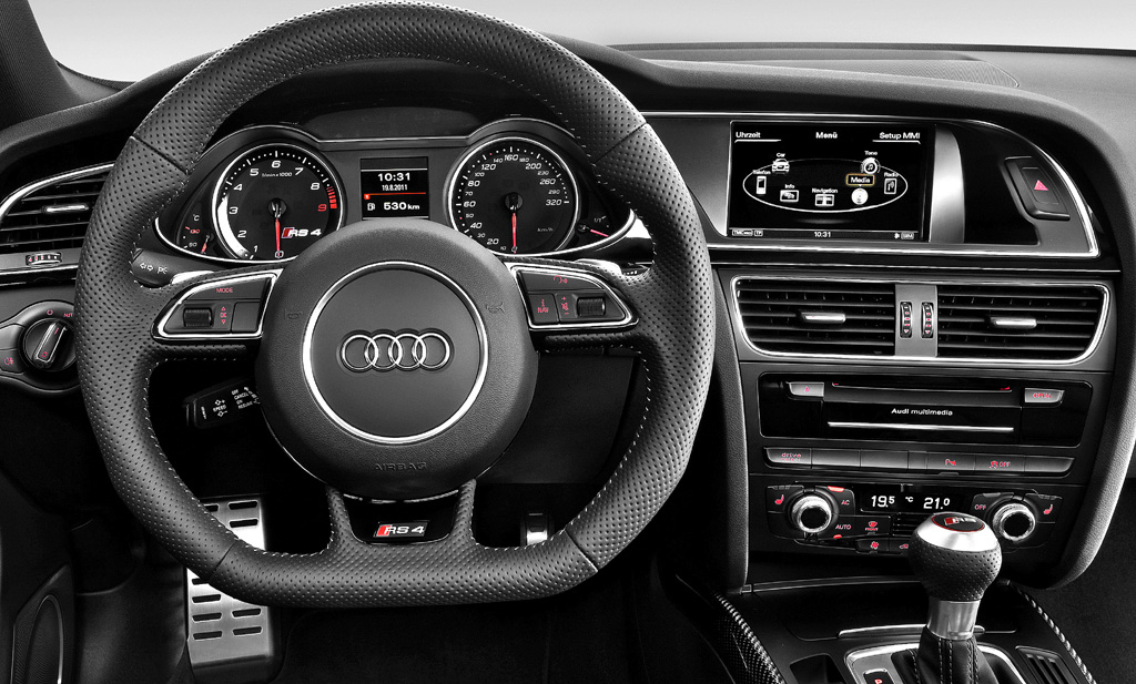 Audi RS4 Avant: Blick ins sportlich-funktionelle Cockpit.