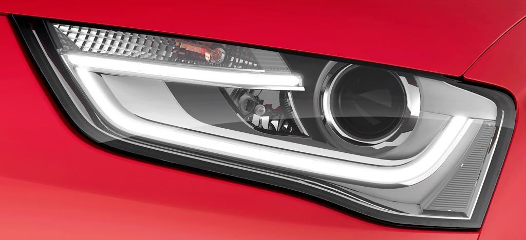 Audi RS4 Avant: Moderne Leuchteinheit vorn.