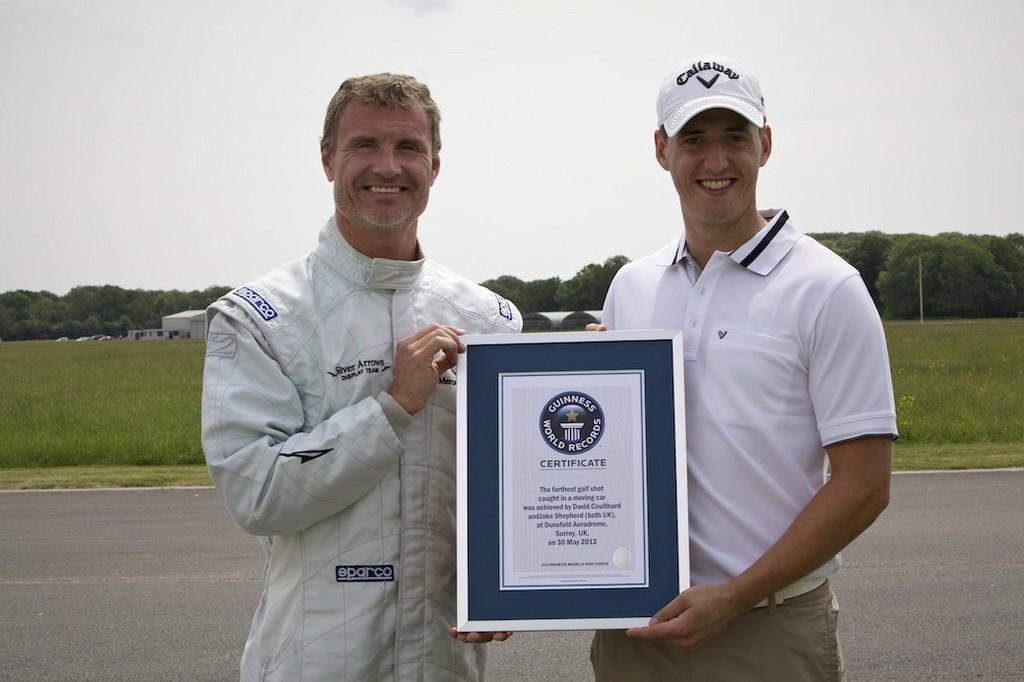Coulthard fängt Golfball mit Mercedes-Benz SLS AMG Roadster
