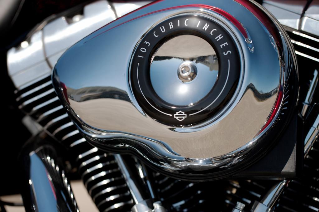 Dank des großvolumigen Motors ist hektisches Fahren mit schnellem Hochschalten nichts