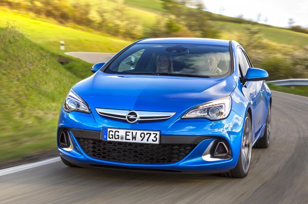Der Zweitürer klingt richtig böse und einmal in Fahrt faucht der turbogeladene und 206 kW/280 PS starke Vierzylinder