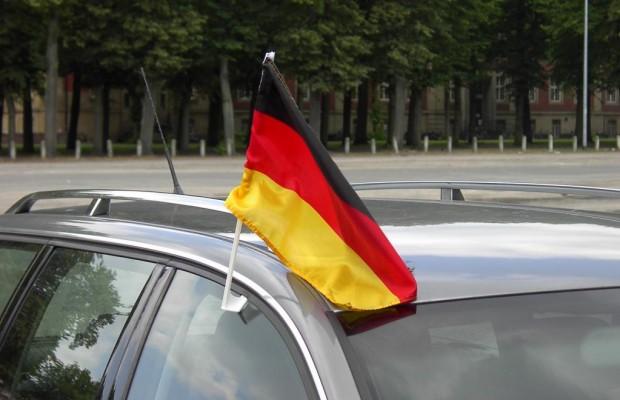 Deutschlandfahnen im Straßenverkehr