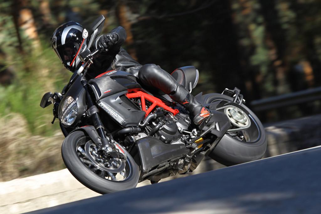 Ducati bietet Fahrertraining und Probefahrten an