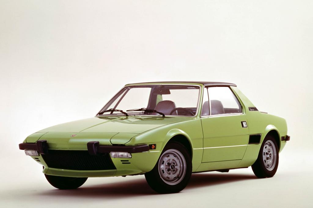 Mit Mittelmotor, Targakonzept und noch bezahlbaren Preisen verfügte der Fiat über alle Talente, um zum Shootingstar der Spiderklasse aufzusteigen