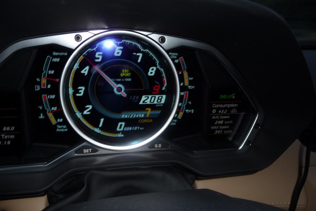 Nach 8,9 Sekunden sind 200 Stundenkilometer erreicht