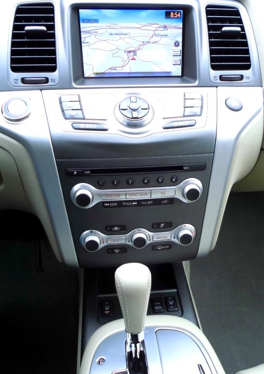 Nissan Murano: Blick auf den mittleren Armaturenträger.