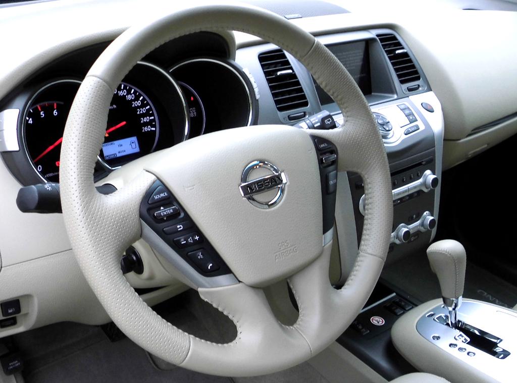 Nissan Murano: Blick ins nobel wirkende Cockpit.