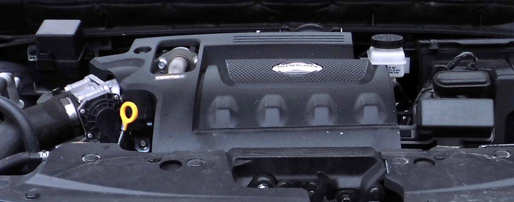 Nissan Murano: Blick unter die Haube auf den 2,5-Liter-Selbstzünder.