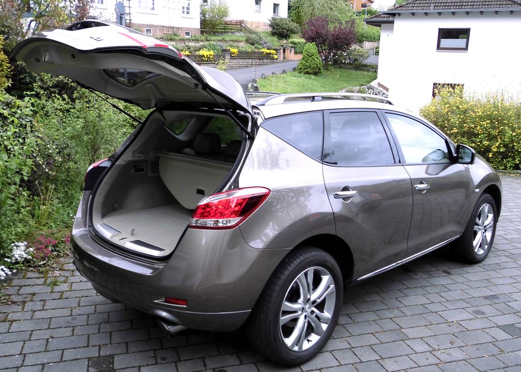Nissan Murano: Ins erweiterbare Gepäckabteil passen mindestens 402 Liter hinein.