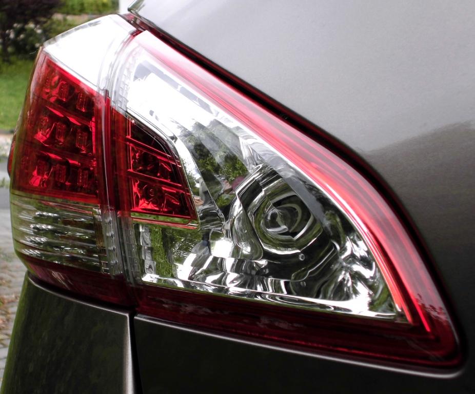 Nissan Murano: Moderne Leuchteinheit hinten.