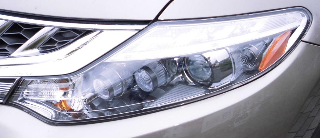 Nissan Murano: Moderne Leuchteinheit vorn.