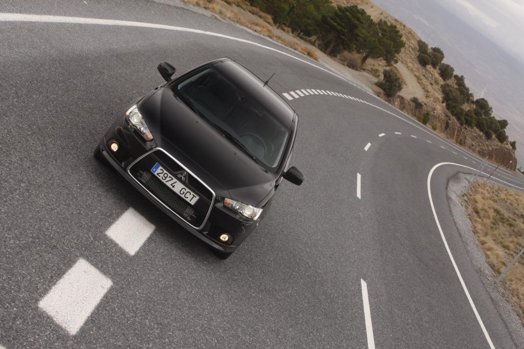 Optisch gehört der Mitsubishi Lancer zu den sportlichsten Mittelklässlern