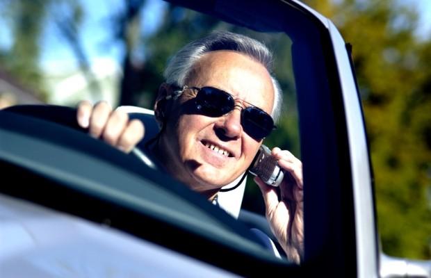 Urteil: Fahrlehrer darf während der Fahrt telefonieren