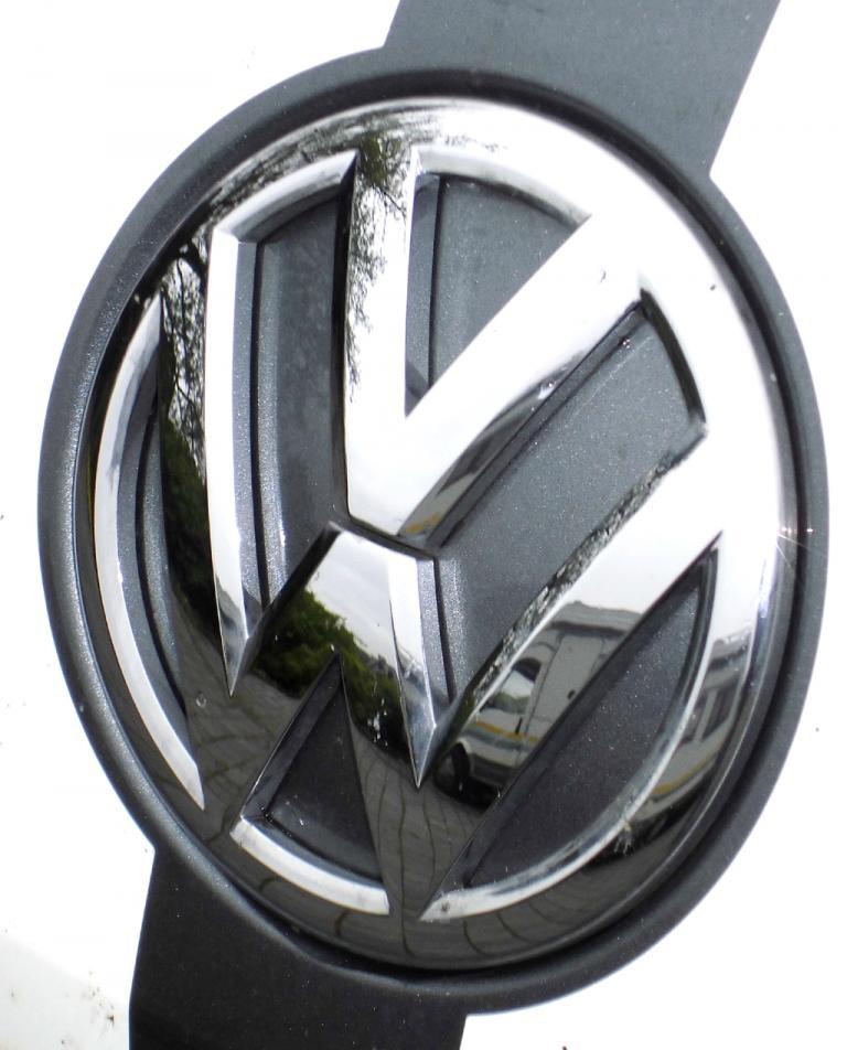 VW Beetle: Das Markenlogo sitzt vorn auf der Motorhaube.