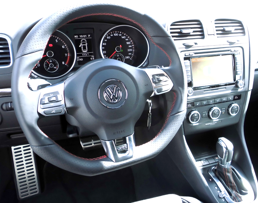 VW Golf GTI Cabrio: Blick ins sportlich-funktionelle Cockpit.