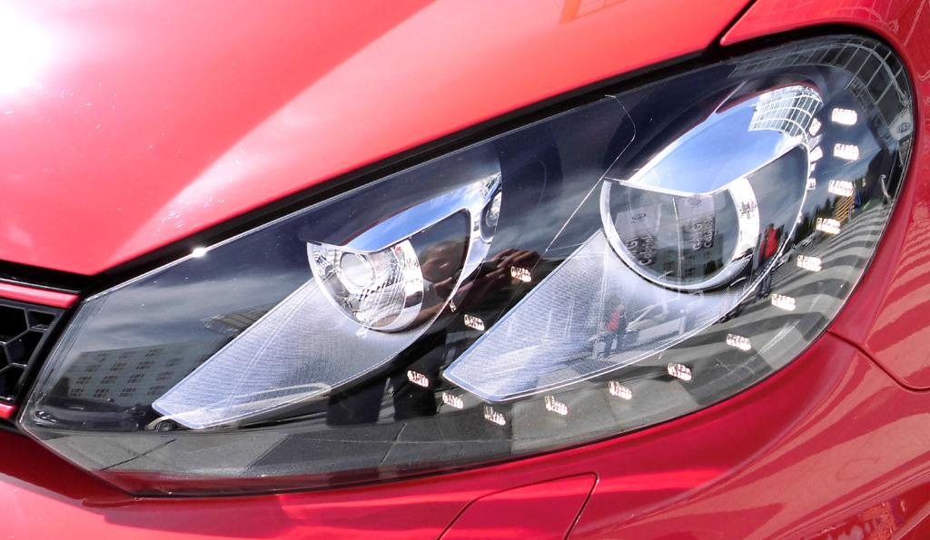 VW Golf GTI Cabrio: Moderne Leuchteinheit vorn.